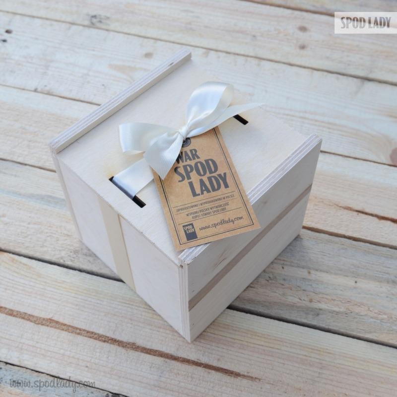 Kubek zapakowany w skrzynkę.