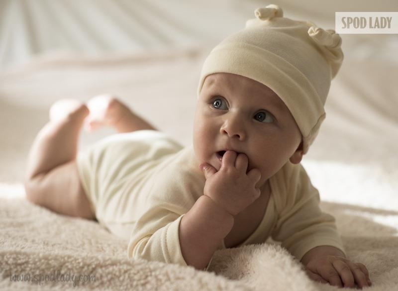 Czapeczka dla niemowlaka. Dodatek do zestawu prezentowego.