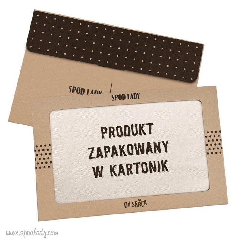 Kosmetyczka na upominek dla babci pakowana jest w kartonik prezentowy.