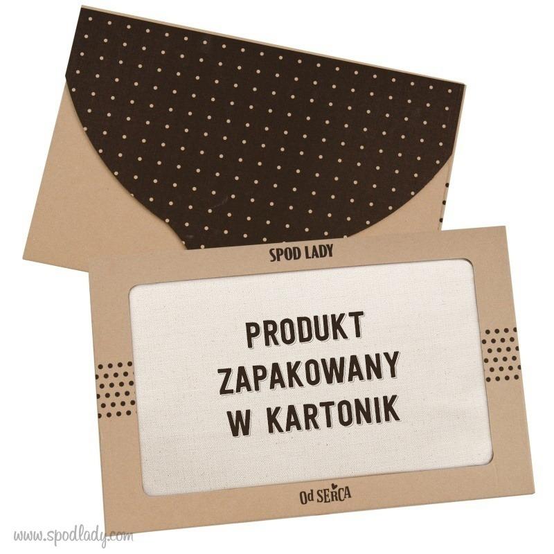 Kartonik na upominek dla babci i dziadka. Fartuszek zapakowany jest w firmowy kartonik.