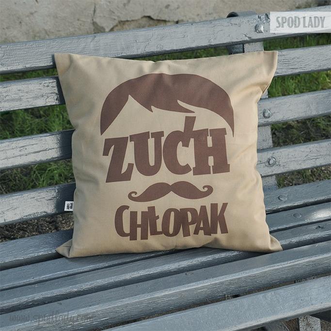 Poduszka dla chłopaka z nadrukiem: Zuch chłopak.