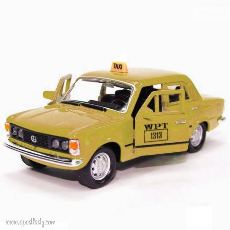 Miniatura Fiata 125p w wersji taxi. Pomysł na upominek dla miłośnika samochodów.
