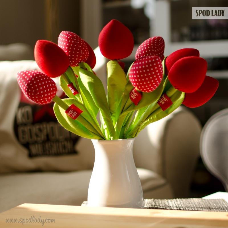 Bawełniane kwiaty dla kobiety. Pomysł na upominek z okazji Dnia Kobiet.