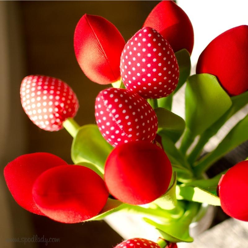 Bawełniane tulipany jako podarunek na Dzień Kobiet.