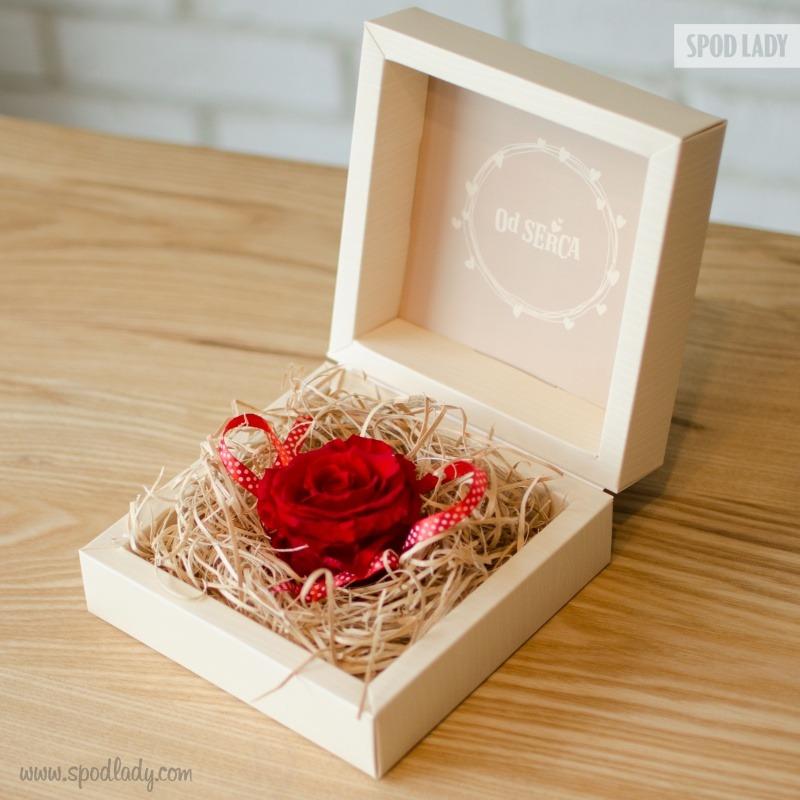 Wieczna róża jako pomysł na podarunek od serca.