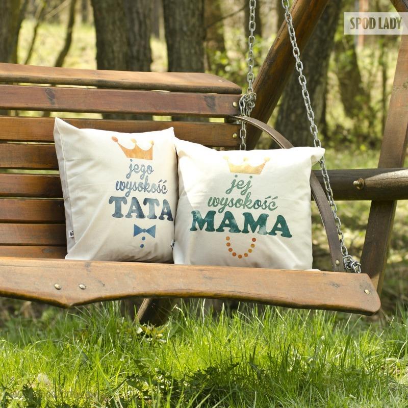 Zestaw poduszek z okazji okazja Dnia Mamy i Dnia Taty.