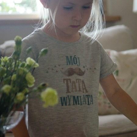 """Koszulka dla dziewczynki """"M�j tata wymiata"""""""