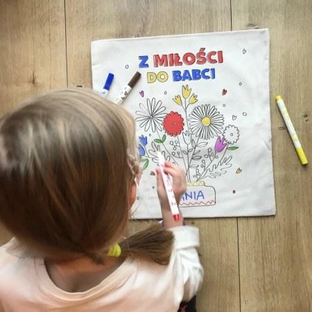 """Poduszka """"Bukiet"""" - kolorowanka dla babci od wnuków"""