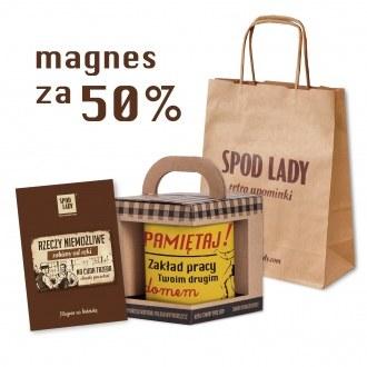Dowolny kubek i magnes w torebce papierowej